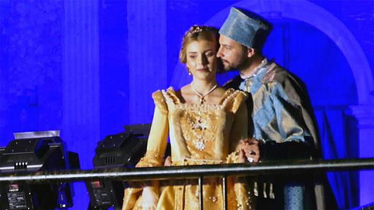 Emoziona il bacio tra il Principe e la Principessa